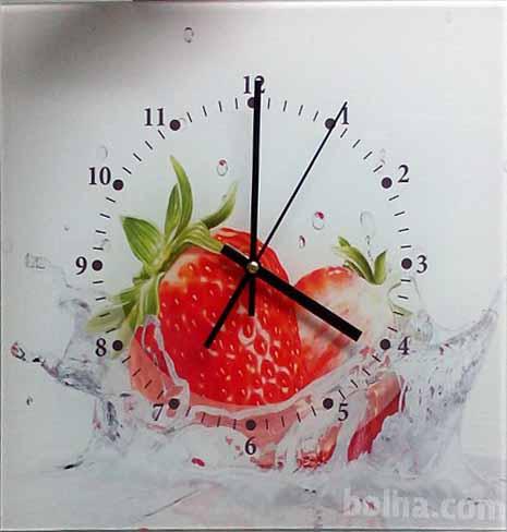 Izdelujemo unikat stenske ure. Motiv si lahko poiščete v naši galeriji, ali nam pošljete svojega.  Velikost: 32x32 cm Cena: 35€  Primerno za poslovna darila, možna je izdelava večjih količin.